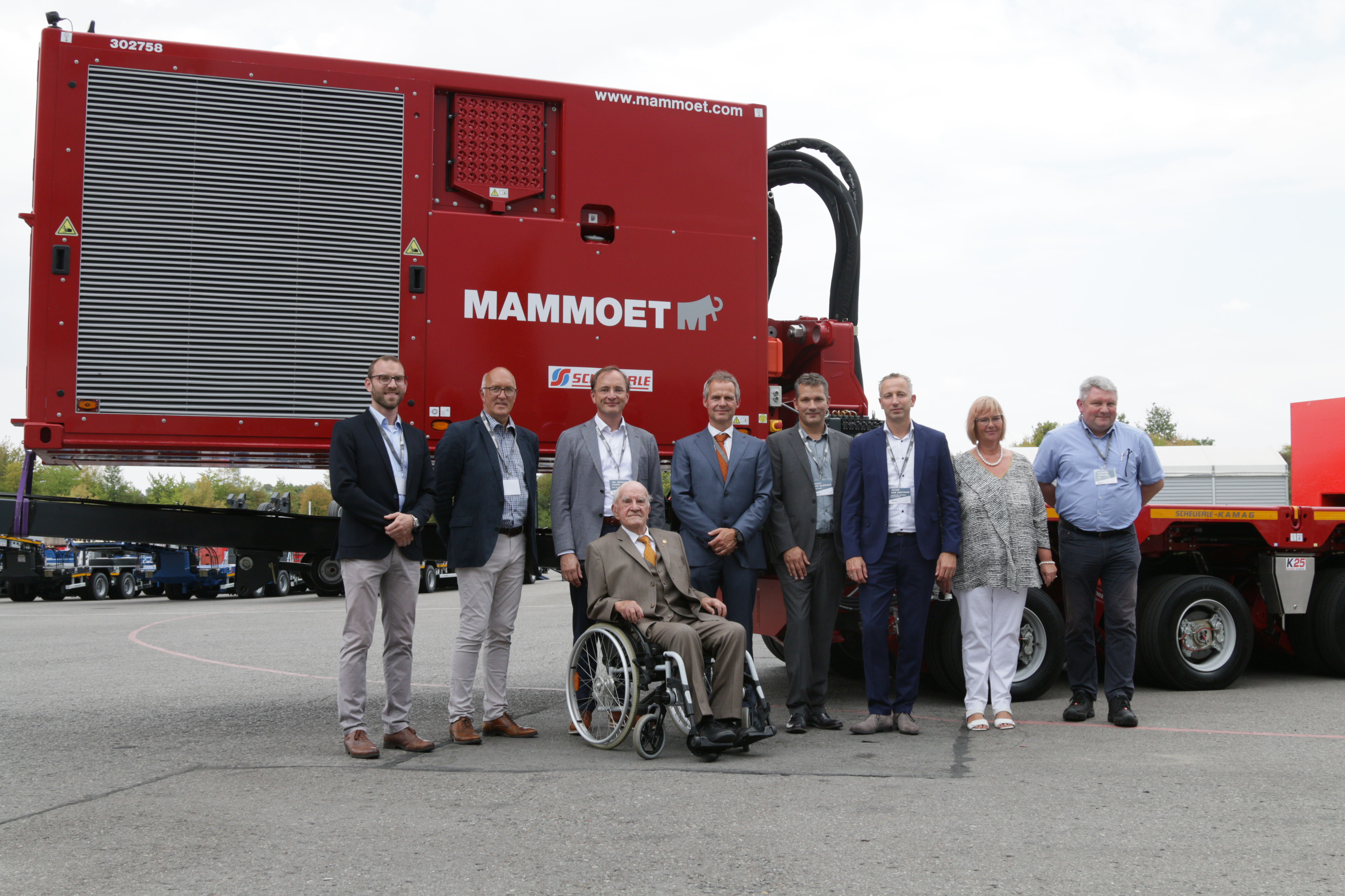 Development partner Mammoet and Scheuerle unveiled the revolutionary powered trailer system TPA. From left to right: Key Account Manager Rainer Sasse, Managing Director TII Sales Bernd Schwengsbier, CEO TII Group Dr. Gerald Karch, (in front) Owner TII Group Otto Rettenmaier; COO Mammoet Jan Kleijn, Director Operations Worldwide Mammoet, Joery van Vlierden, Global Equipment Mammoet Peter van Oostrom, Owner and Managing Director TII Group Susanne Rettenmaier, Head of Department Construction & Development TII Thomas Fiedler