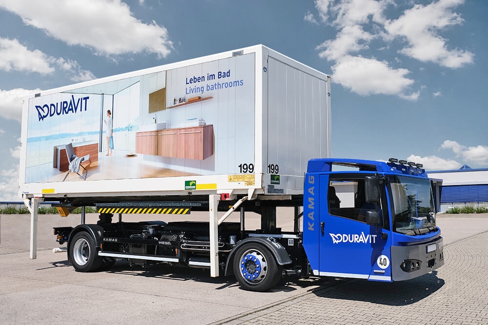 The Wiesel accommodates all standard container sizes - from C715 and C745 though to C782 jumbo decks. At the Duravit central storage facility, the Wilfried Maier Speditionsgesellschaft carries out efficient yard activities using the KAMAG Wiesel.