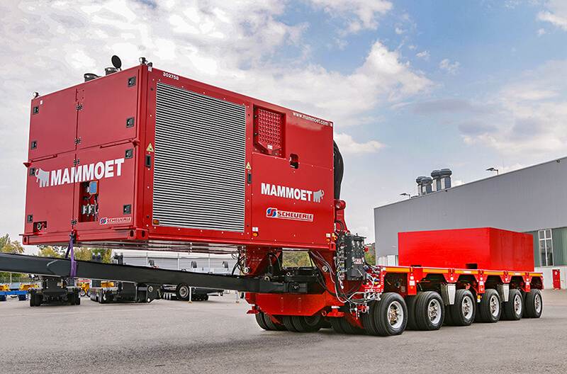 Excellent work: The Trailer Power Assist (TPA) from SCHEUERLE was developed in close collaboration with Mammoet. It replaces two conventional tractor units and is therefore a particularly sustainable solution.